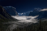 _DSC9212 Tunnel View by moonlight with mist in the valley, reduced.jpg