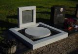geheel gemonteerd op kerkhof