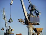 Sète port 2011-12-06 grues.jpg