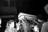 TORCIDA ENTERRA ZAGALLO APOS DERROTA PARA A HOLANDA EM 1974.jpg