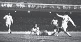 brasil 2 x 1 inglaterra - 1968 - amistoso - gol de tostÆo sentado.jpg