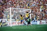 zico...brasil 1 a zero na argentina - 1982.jpg