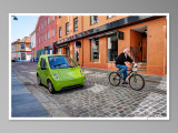In two wheels / En dos ruedas