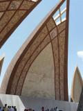Detail Pakistan Monument Islamabad, met portret Muhammad Ali Jinnah stichter Pakistan