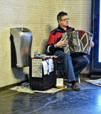 The accordionist of Metro