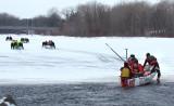 un autre canot aborde la glace