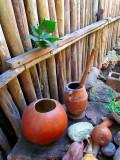 la poterie le long de la maison