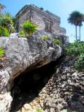 La grotte sous le temple