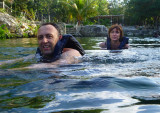 deux baigneurs au cenote
