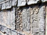 mur en bas-relief plateforme des jaguars et des aigles