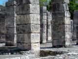 les colonnes carrées du temple des guerriers
