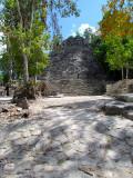 Pyramide d'entrée à Coba