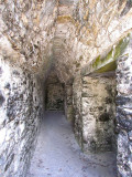 couloir sur le coté de la pyramide