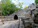 Un passage tunnel à Cobà
