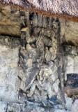 stèle imbriquée sur une porte