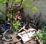 un vélo dans la cour