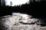 Rivière du moulin à contrejour
