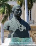 Buste d'un célèbre, sculpté par P. Parras