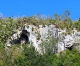 grotte et falaise
