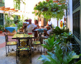 les tables de la terrasse
