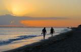 Silhouettes sur le sable du matin