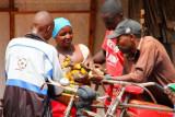 4893 Locals chatting Kibale.jpg