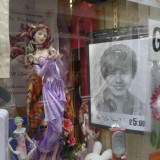 Display window with figurine Cambridge
