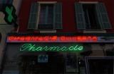 Pharmacie rouge. Ou verte.
