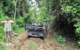 Entrance road to Maipaima Eco Lodge - Marc making tow rope