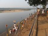 TirunAVai-devotees performing rituals.jpg