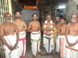 Sri Kasthuri Bhattar, Raju Bhattar flanked by kankarya paras