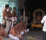 Chakravarthy Tirumagan having Mandakapadi at Tiruvadi Koil.JPG