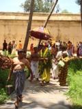 04-Towards yennappan sannidhi.jpg