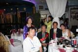 Cô Hoàng Thị Lộc chụp lưu niệm