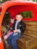 Madison/Austin in Truck, Zoo, 10-12-2006 (#33)