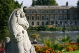 Kew Statue & House, UK.jpg
