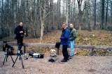 Pontus G, Morgan S och Lasse O kollar Vitryggig hackspett April-05