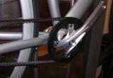 Une courroie au lieu de la chaîne.