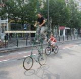 Vélo-échasse (vu sur www.FerroSteph.net)