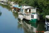 houseboats on the seine4.JPG