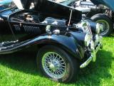 moteur ouvert de la voiture noire