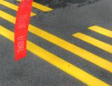 quatre lignes jaunes