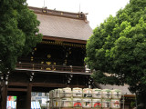 Main gate and sake barrels