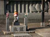 Small Buddhist altar below the Tokai Daibutsu