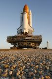 STS-116  approaches the tower