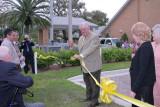 08902 - O'Neal cutting the ribbon