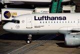 LUFTHANSA AIRBUS A320 LHR RF A2 11.jpg
