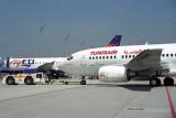 TUNIS AIR BOEING 737 600 MUC RF 1550 3.jpg