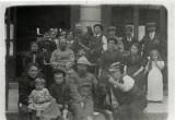 1928   -  Devant les portes de la gare