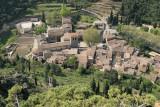 Vue du village de Saint-Guilhem le Désert depuis les ruines du chateau